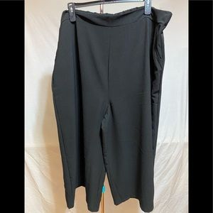 Wide black pants with pockets